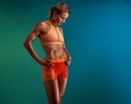 sesja fitness na kolorowym tle
